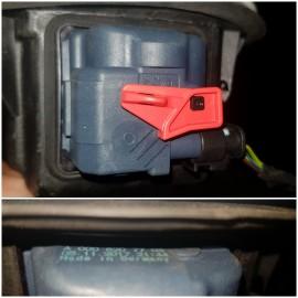 Запорный механизм лючка бензобака A0038203297